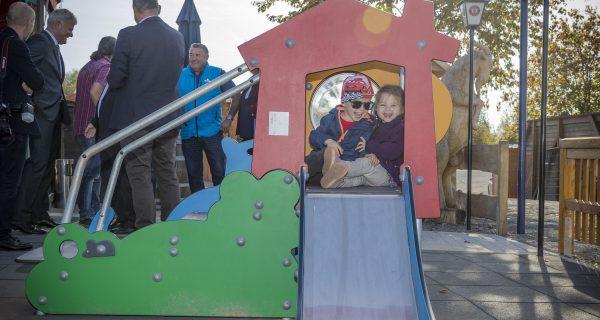 IKS baut Spielplatz für Minis auf der Alm